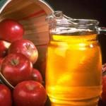 """На Спас сенненцы смогут угоститься медом, яблоками и сладостями от """"Хадчаначкі""""."""