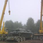 Туманной утром в Сенно вошел танк