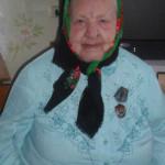 Вся жизнь в трудах праведных. В свои 95 бабушка Шура вышивает и читает на память стихи.