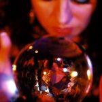 В Румынии узаконили работу экстрасенсов и астрологов