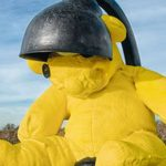 15-тонного плюшевого медведя продают с аукциона