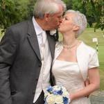 Влюбленные из Великобритании поженились после 28 лет после помолвки