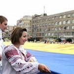 В Ивано-Франковске развернули рекордный сине-желтый стяг