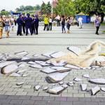 3D пловец расколол тротуар Днепропетровской набережной