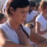 В Париже устроили массовое занятие по йоге