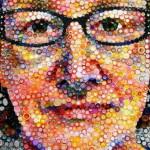 Американка создает картины из крышек от бутылок