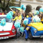 Во Львове ретро-«Запорожцы» бесплатно возят фанов