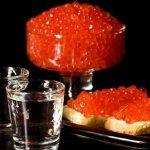 Красная икра в сочетании с водкой становится мощным афродизиаком