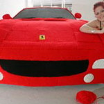 Студентка связала Ferrari в натуральную величину