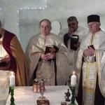 В румынских горах построили ледяную церковь
